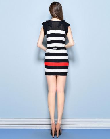 红黑白条纹修身连衣裙